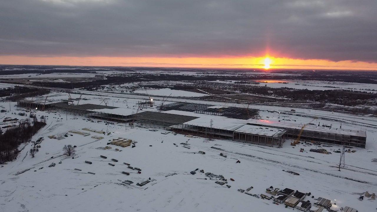 Tesla делится потрясающей фотографией Giga Texas, покрытой редким снегом в Остине