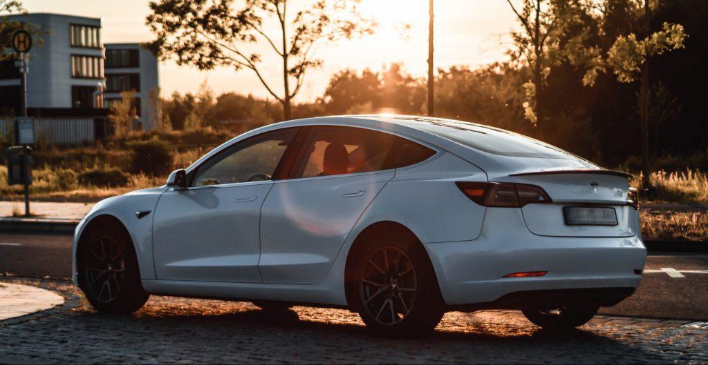Tesla контролирует почти четверть мировых продаж электромобилей в 2020 году, и это еще только начало