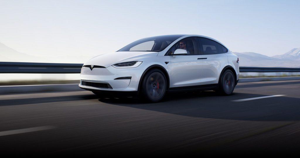 Tesla связывается с заказчиками Model X и сообщает срок поставки