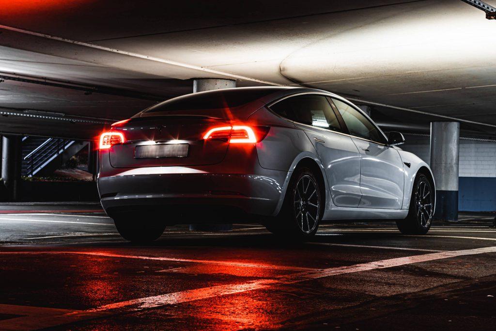 Teslas и другие электромобили могут вступить в золотое десятилетие с новым американским законопроектом
