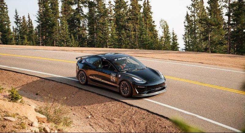 Unplugged Performance Tesla Model 3 примет участие в восхождении на холм Pikes Peak 2021