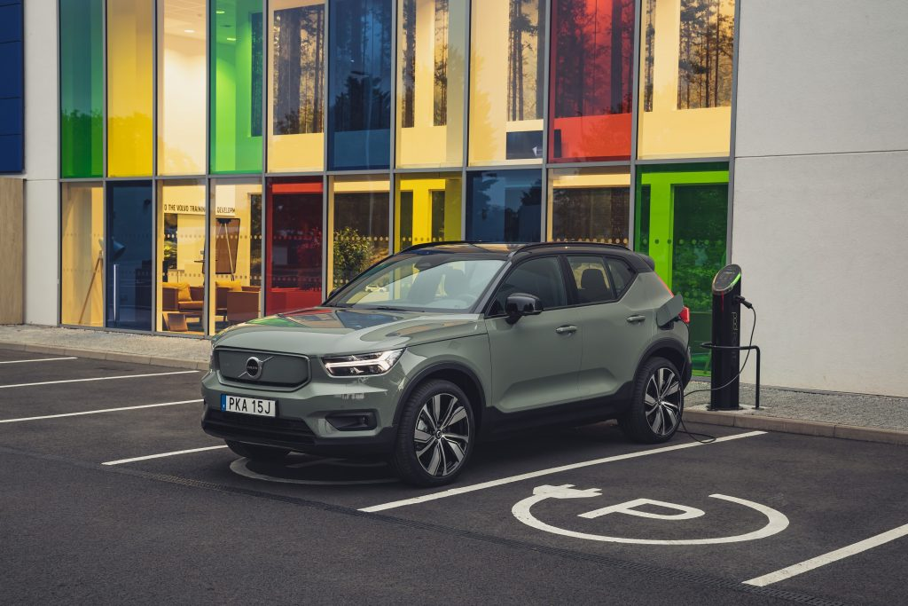Volvo объявляет 2030 год полностью электрическим