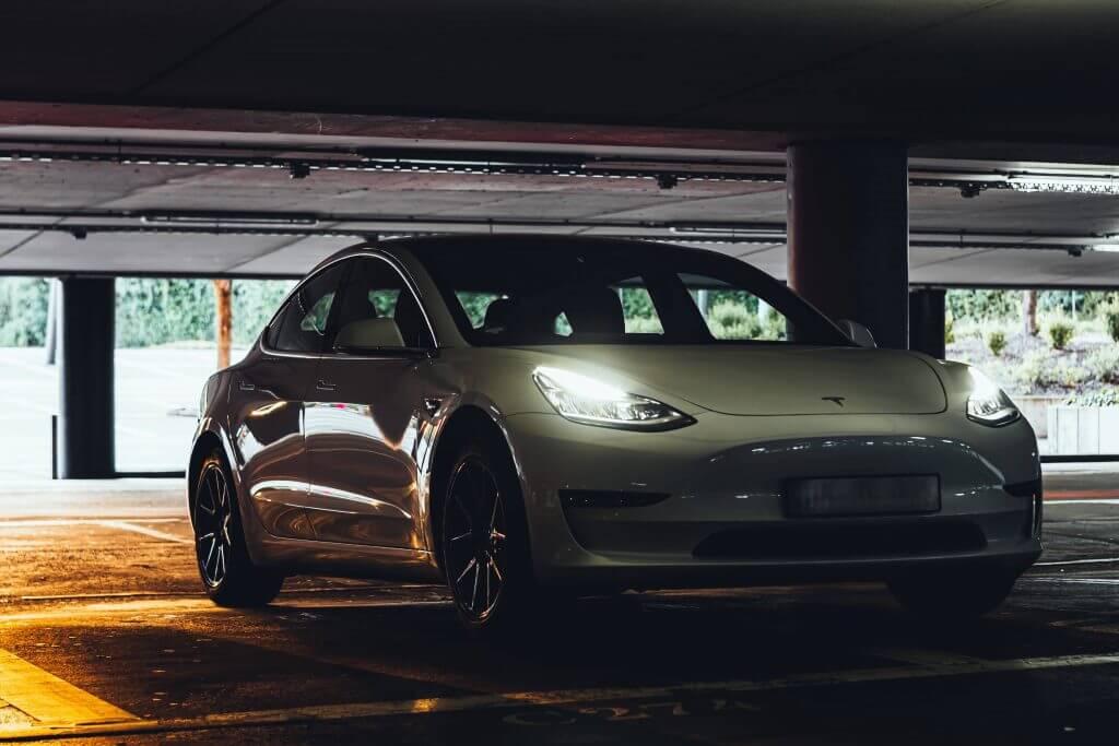 Tesla может выйти на рынок Европы с оборотом $ 360 млрд, но в первую очередь ей нужно заняться своими услугами.