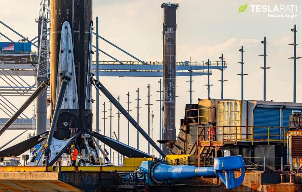 Ракетные ускорители SpaceX впервые выстроились в очереди в порту после последовательных запусков