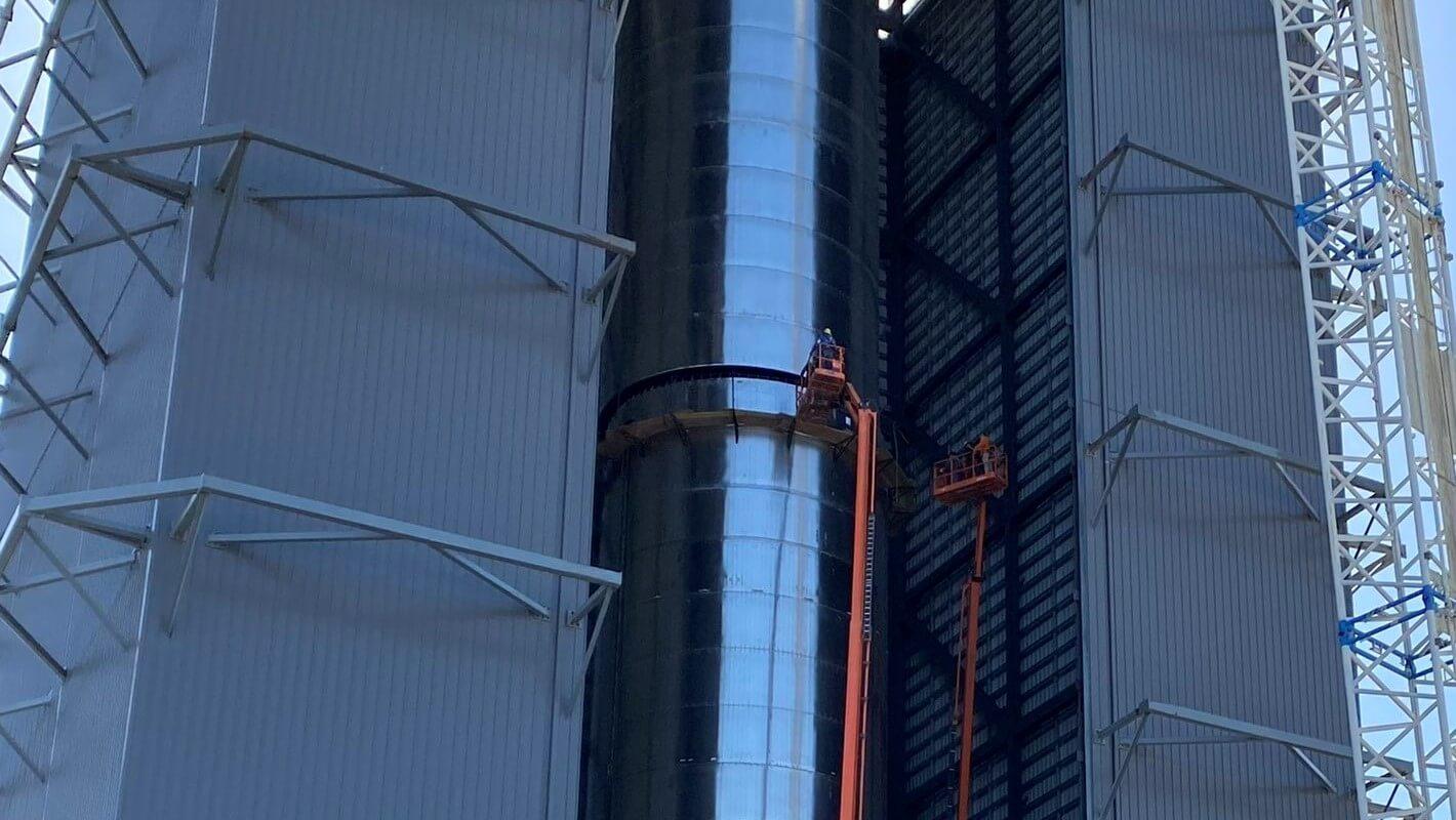 SpaceX создает первый сверхтяжелый ракетный двигатель, создавая самый большой ракетный ускоритель из когда-либо построенных