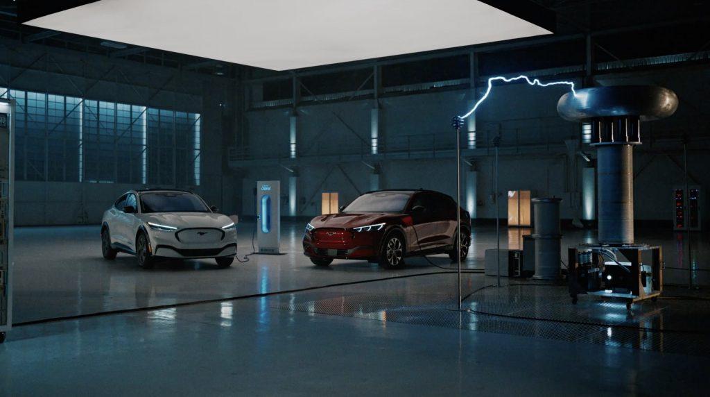 Ford устраняет задержки с доставкой Mustang Mach-E с помощью денежного предложения и бесплатной зарядки