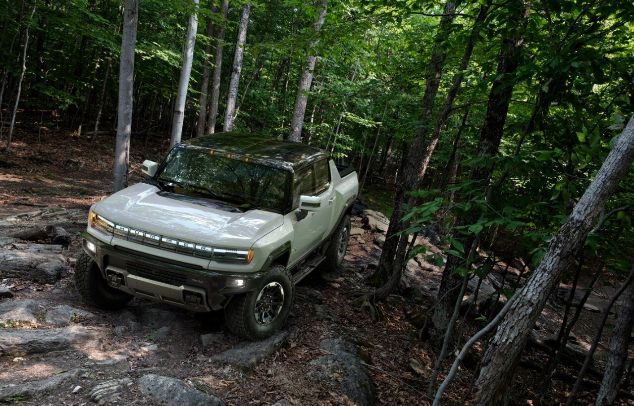 GMC демонстрирует Hummer EV «CrabWalk» в реальных условиях