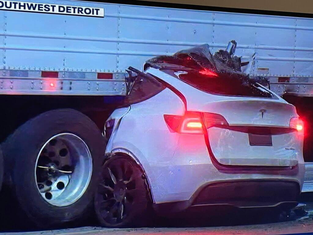 Крушение Tesla Model Y в Детройте, вероятно, вызвано безрассудным вождением, а не автопилотом: полиция