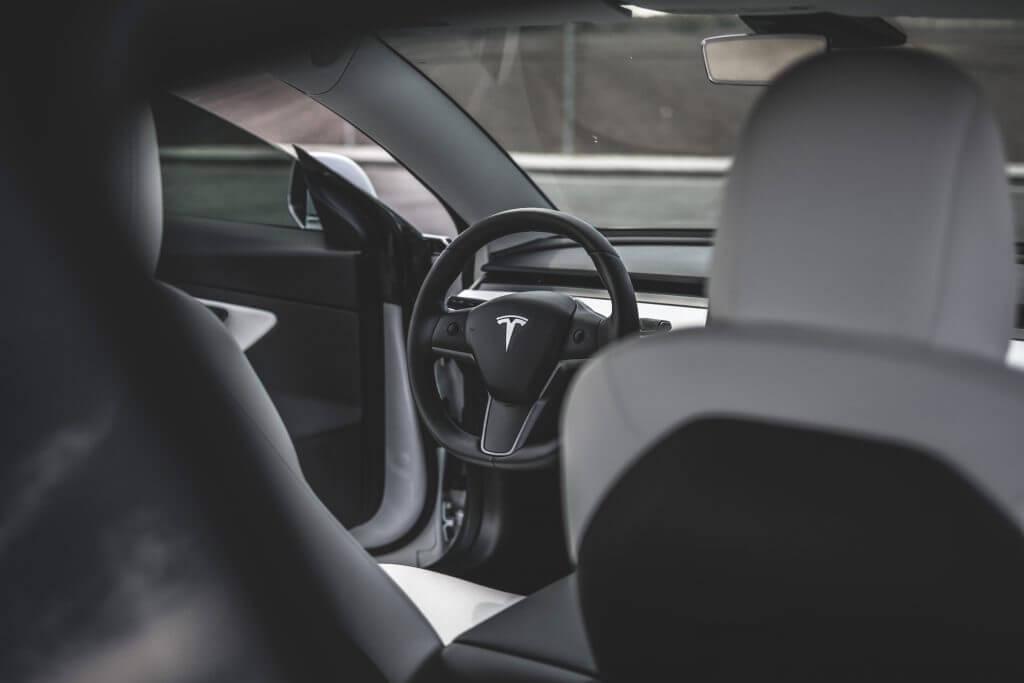 Подозреваемые в убийстве арестованы после неудачной попытки угона автомобиля Tesla