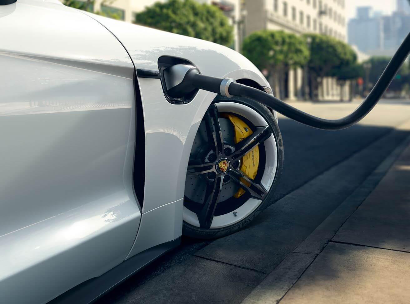 Porsche Taycan получил большое обновление программного обеспечения со странной регулировкой заряда аккумулятора