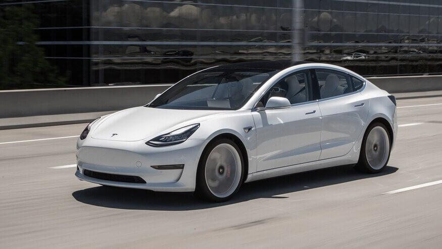 Tesla Model 3 занимает первое место в мировых продажах электромобилей в феврале, Model Y - третье