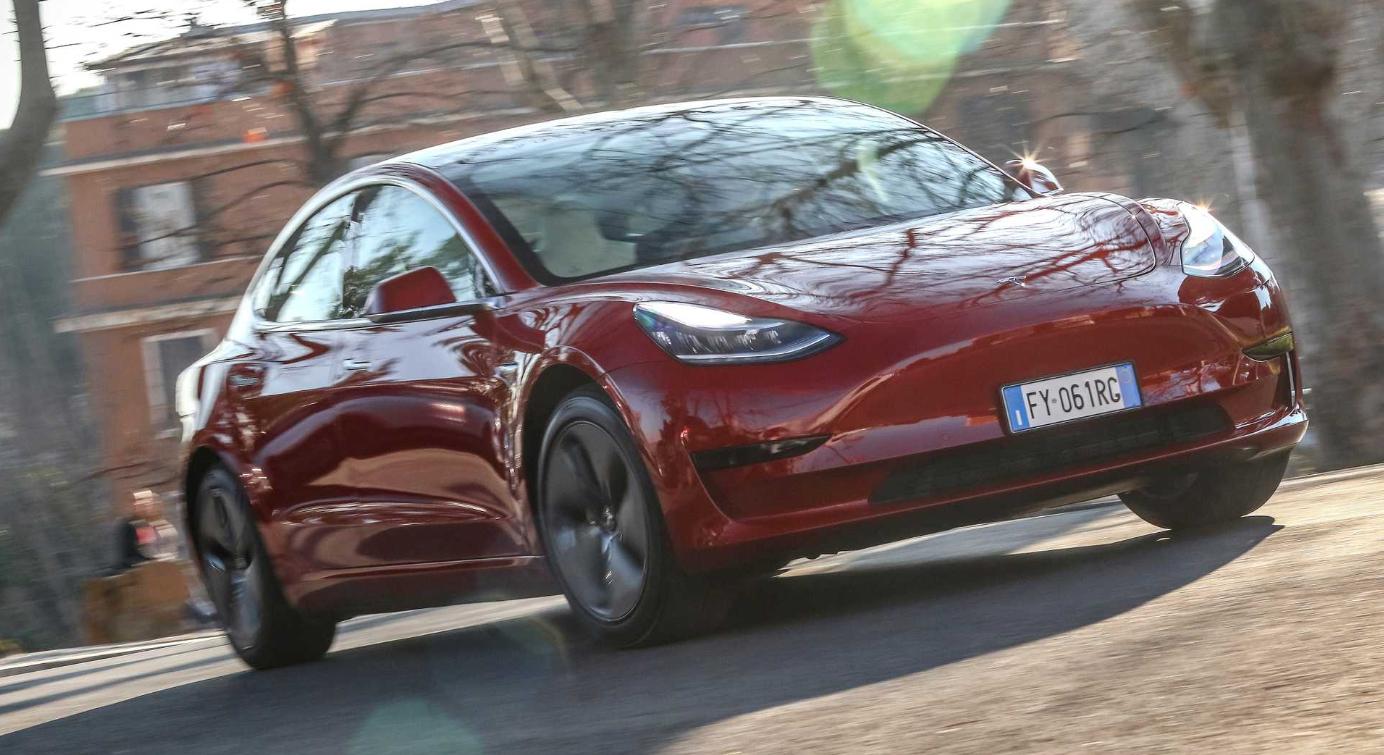 Tesla планирует расширить развертывание бета-версии FSD в следующем месяце