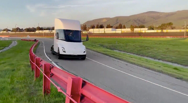 Tesla Semi проходит испытательный трек Fremont Factory в новом видео