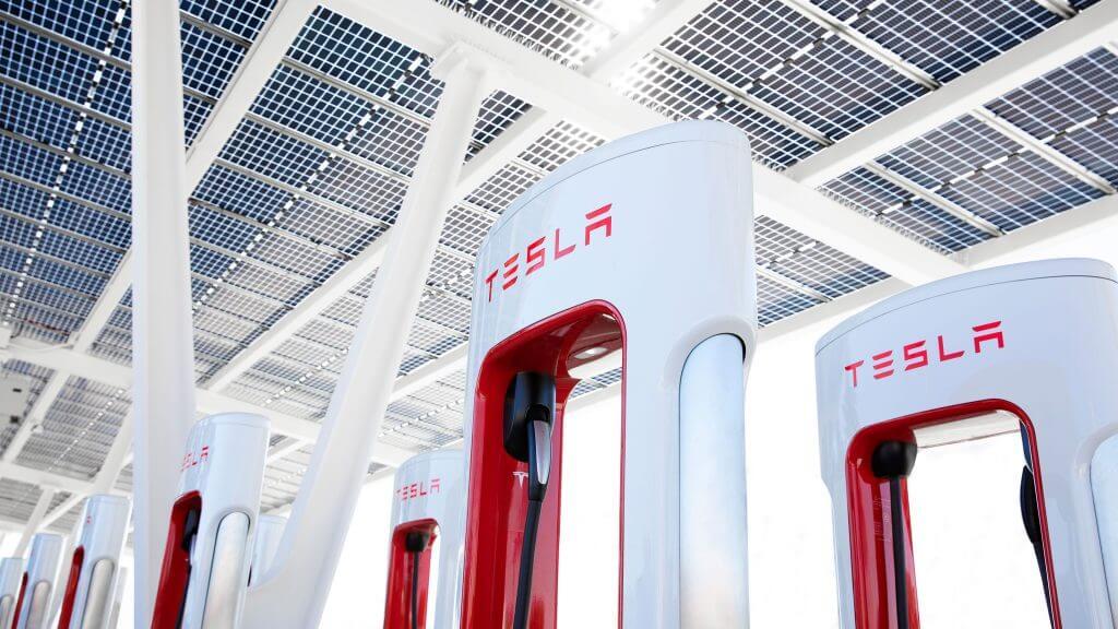 Tesla Supercharger Network выходит на новый рубеж в Европе на фоне продолжающегося расширения