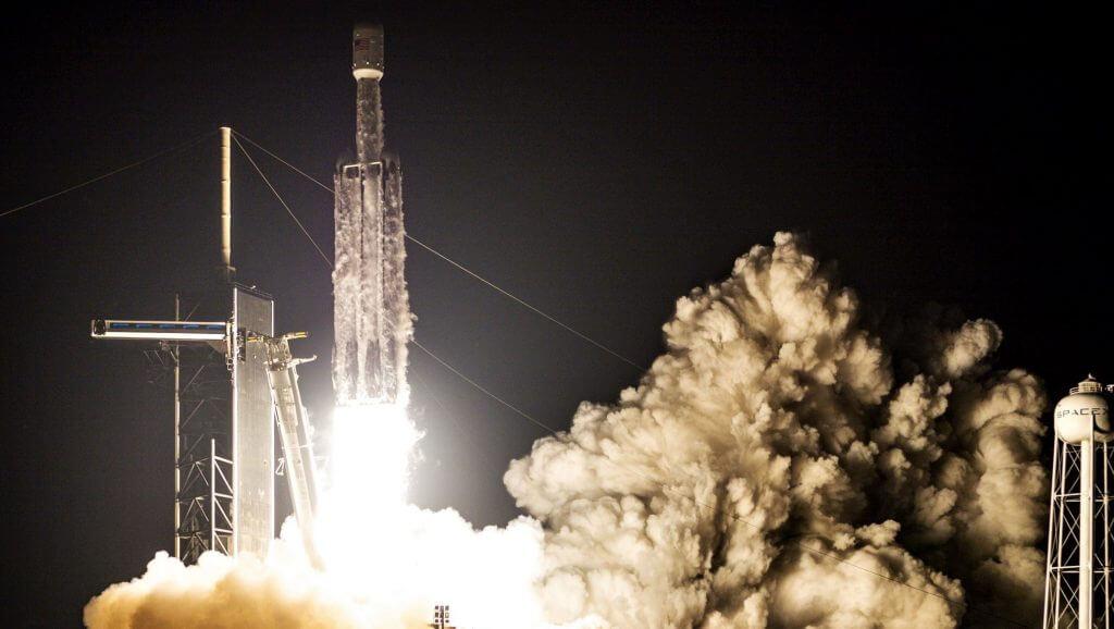 SpaceX Falcon Heavy опередила ракету ULA Vulcan для запуска лунохода НАСА