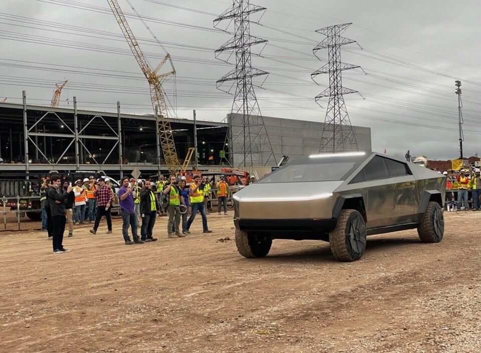 Cybertruck появляется на Giga Texas - Tesla Motors Club