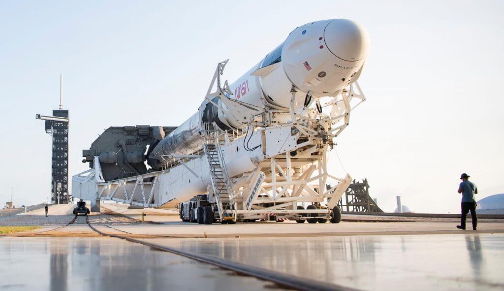 SpaceX запускает закопченный ускоритель Falcon перед историческим запуском космонавта
