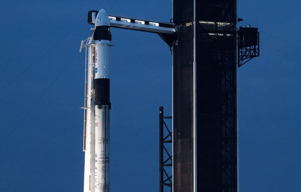 Следующий запуск SpaceX астронавта Dragon перенесен на пятницу из-за плохой погоды