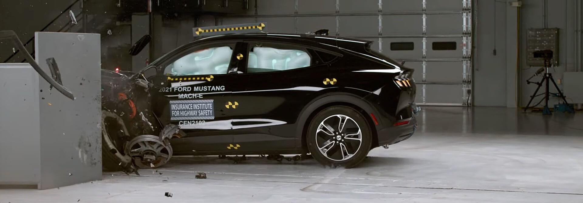 Ford Mustang Mach-E удостоен награды IIHS Top Safety Pick Award, фары портят безупречный рейтинг безопасности