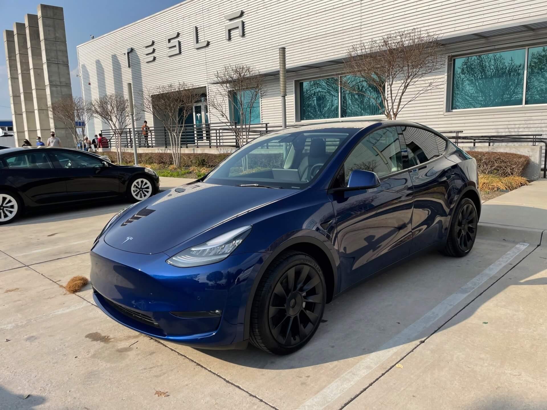 Этот владелец Tesla Model Y два года ждал машину, которая так и не появилась. Он пошел на компромисс.