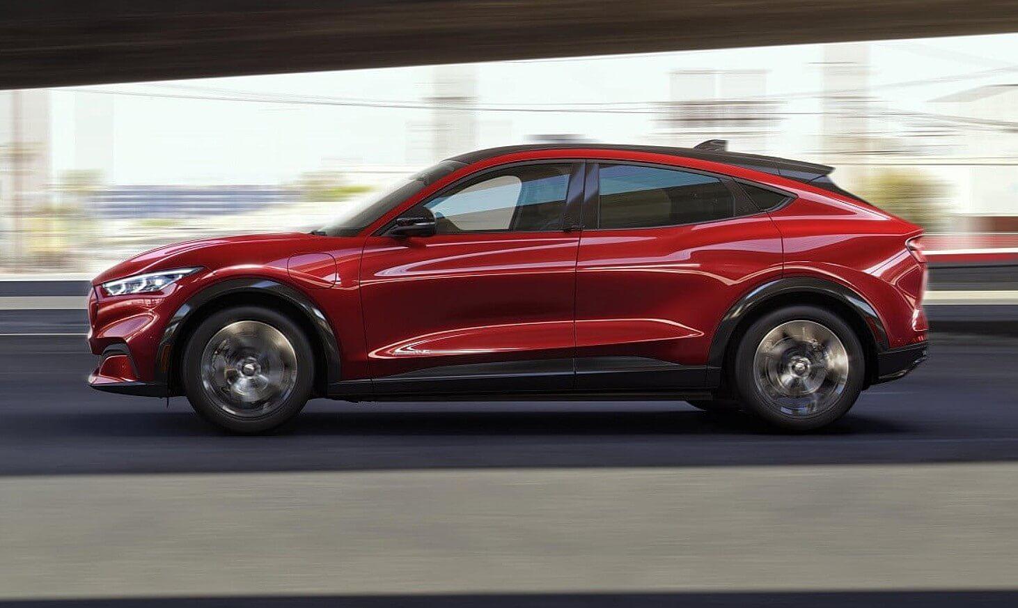 Ford борется с ранними проблемами программного обеспечения в Mustang Mach-E