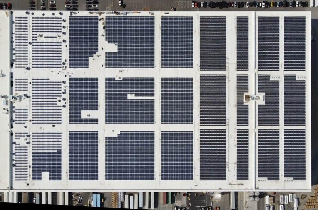 Tesla Gigafactory Nevada получила очередную партию солнечных панелей на крыше