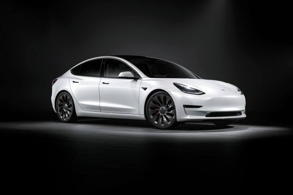 Tesla India нанимает руководителей, чтобы возглавить борьбу, поскольку все больше старых автопроизводителей присоединяются к драке