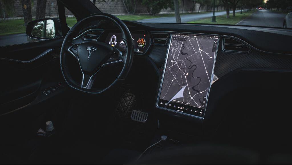 Tesla начинает выдавать чеки на возмещение расходов на ремонт eMMC при отзыве