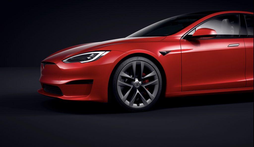 Tesla предоставила обновленную информацию о поставках Model S Plaid