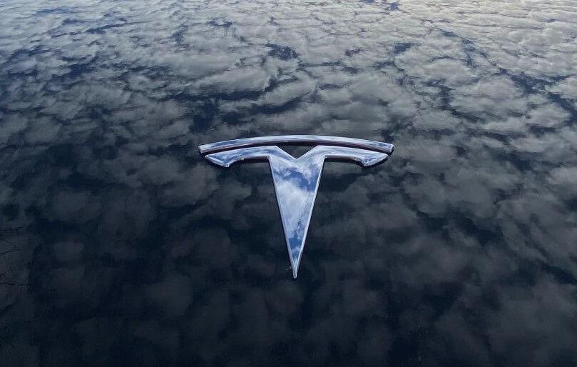 Tesla сразу же приступает к работе, поскольку второй квартал начинается после прорыва в первом квартале