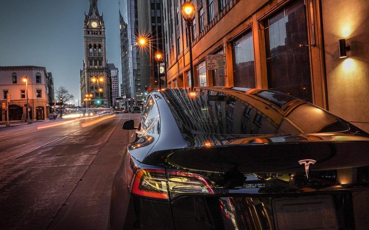 """Tesla (TSLA) получает рейтинг """"лучше всех"""" после того, как """"уронил микрофон"""" с числами первого квартала"""