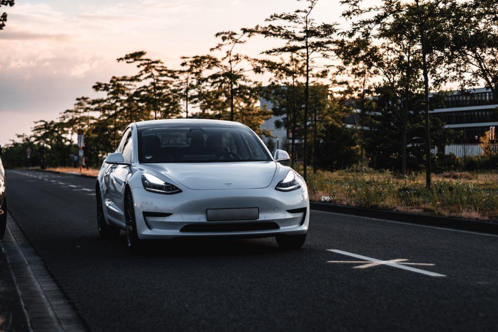 Tesla запускает ресурсы для записи данных о событиях, чтобы помочь владельцам получить доступ к данным о транспортных средствах