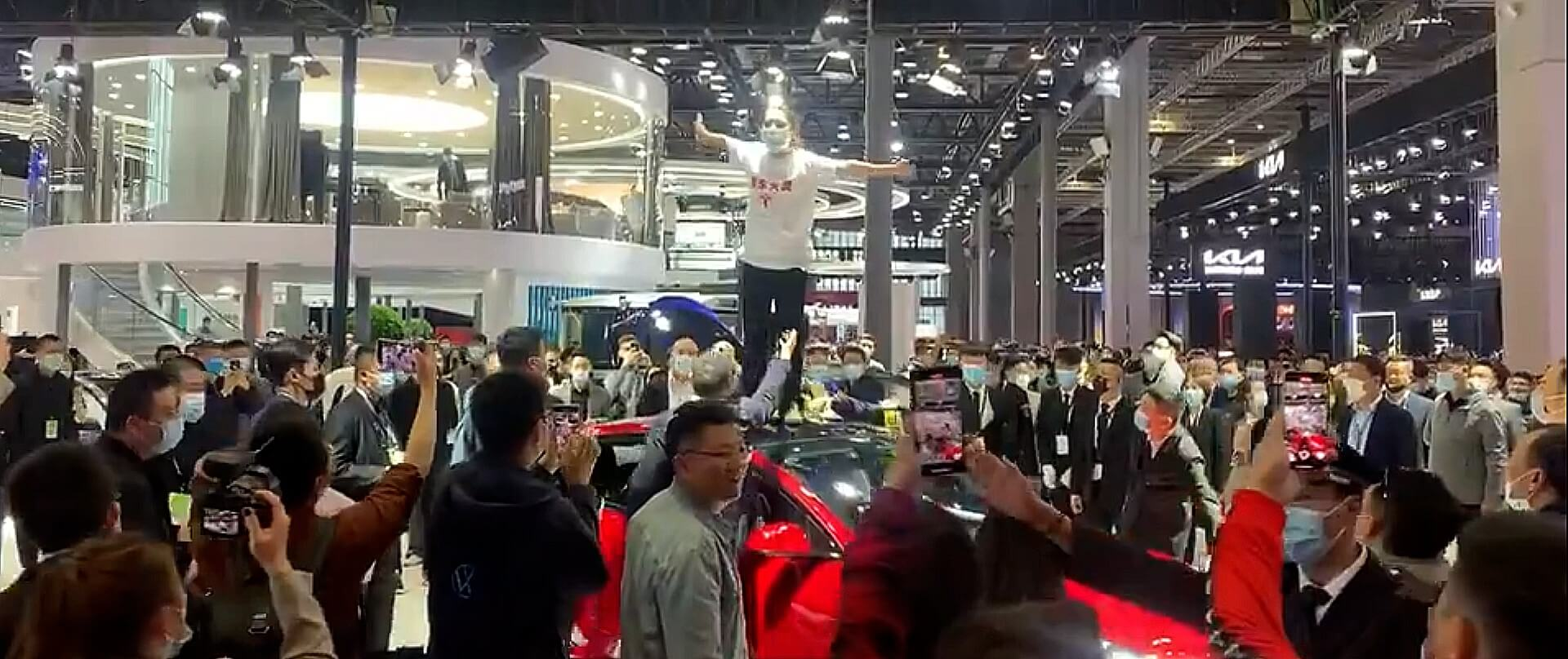 Владельцы протестуют против качества на Шанхайском автосалоне