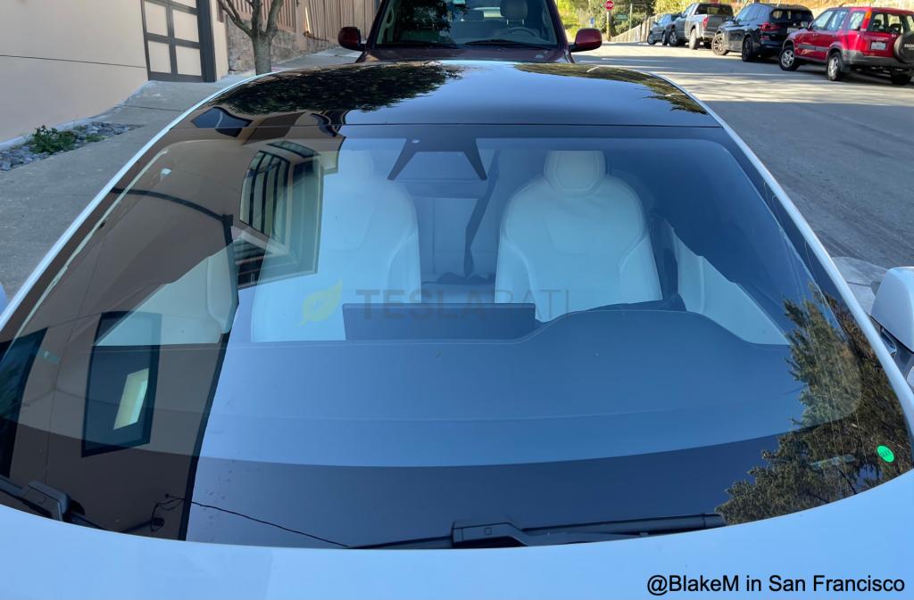Патент Tesla описывает систему для активного отслеживания ненадлежащего использования ремня безопасности