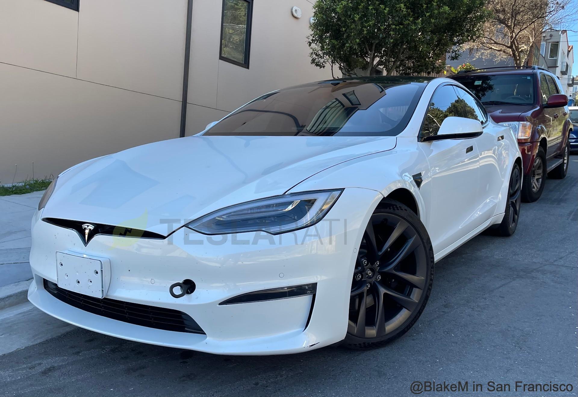 Tesla отправляет краткую информацию о поставках Model S Plaid клиентам