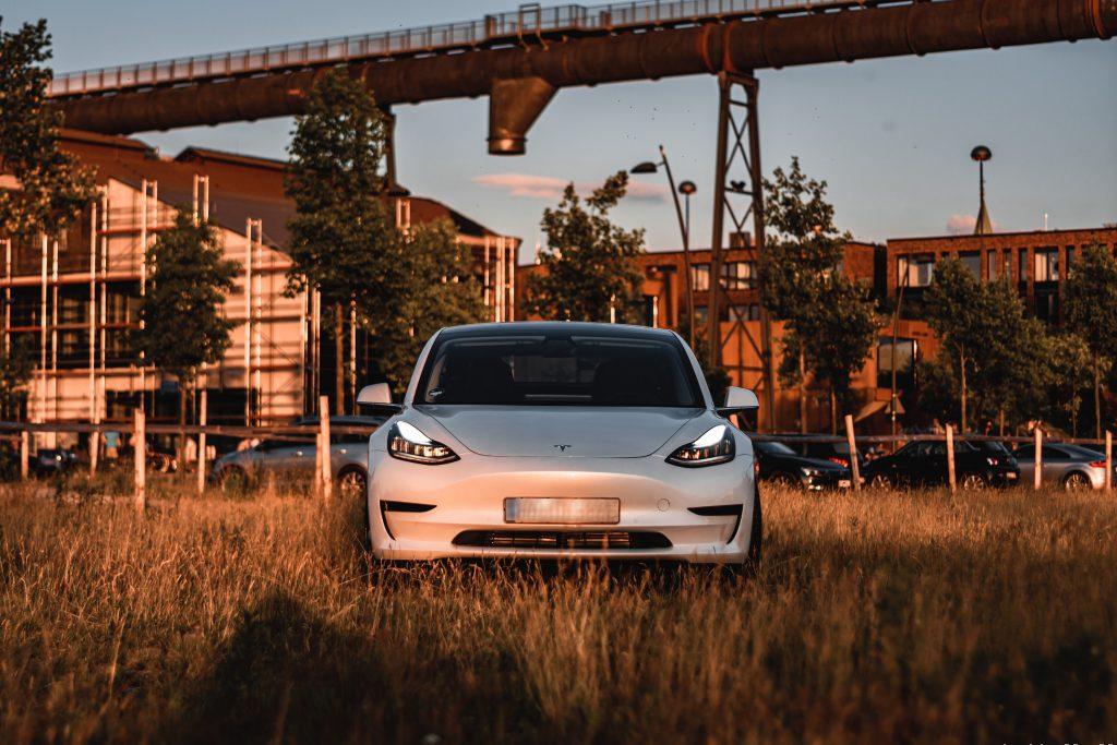 На долю Tesla приходилось 74% всех электромобилей, проданных в США за последние 3 года: исследование