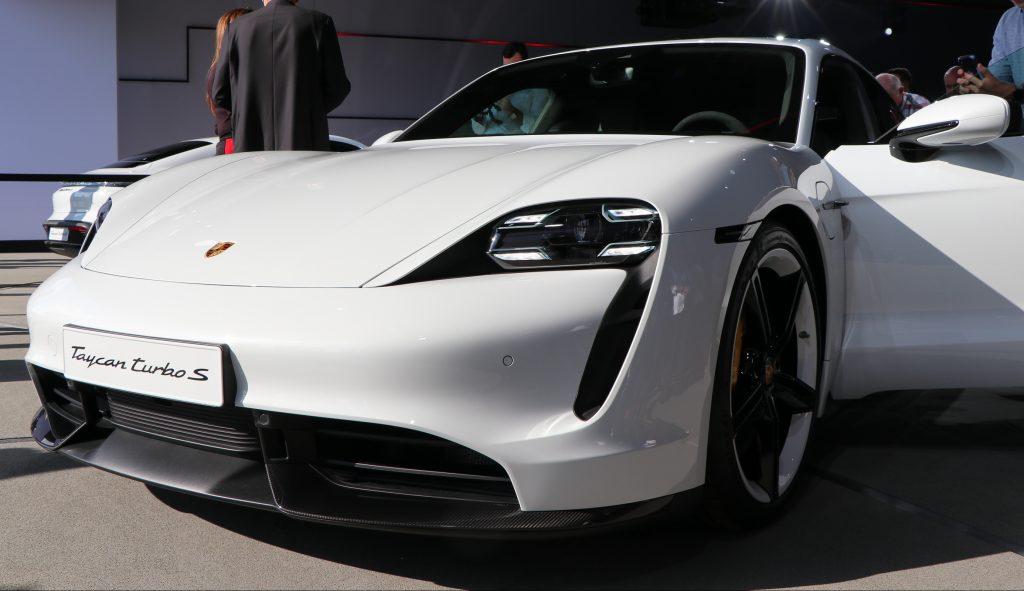 Жалобы на аккумуляторную батарею Porsche Taycan 12 В побудили NHTSA провести расследование