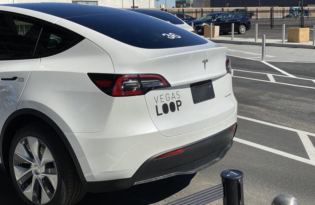 Первый взгляд на поездку внутри петли LVCC Boring Company в начале тестирования