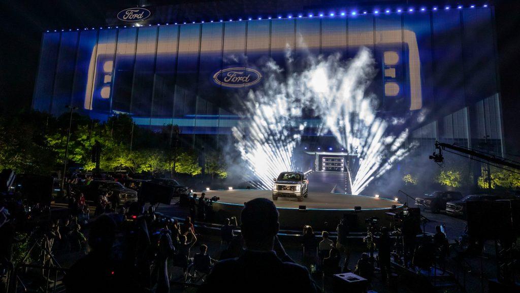 Ford F-150 Lightning получил твердый кивок уважения от Илона Маска из Tesla