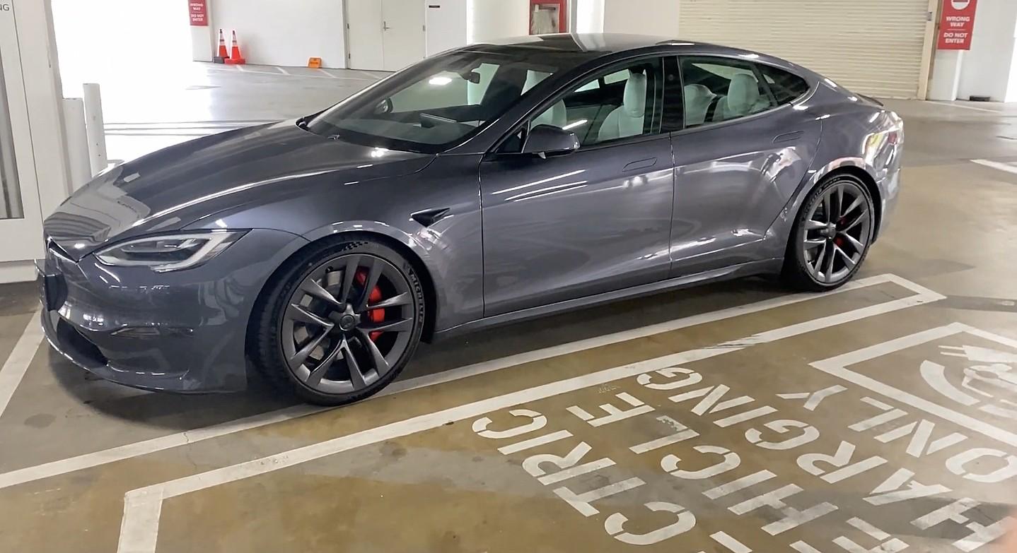 Прохождение Tesla Model S Plaid дразнит возможный новый вариант дверной ручки