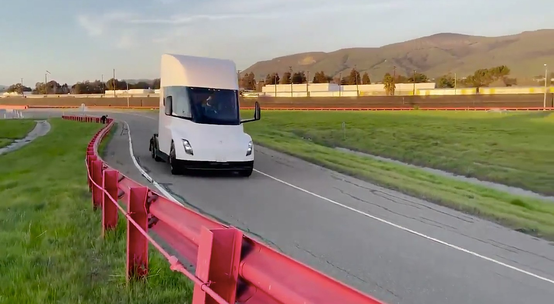 Руководитель компании Tesla Heavy Trucking продает акции на сумму более 6 миллионов долларов
