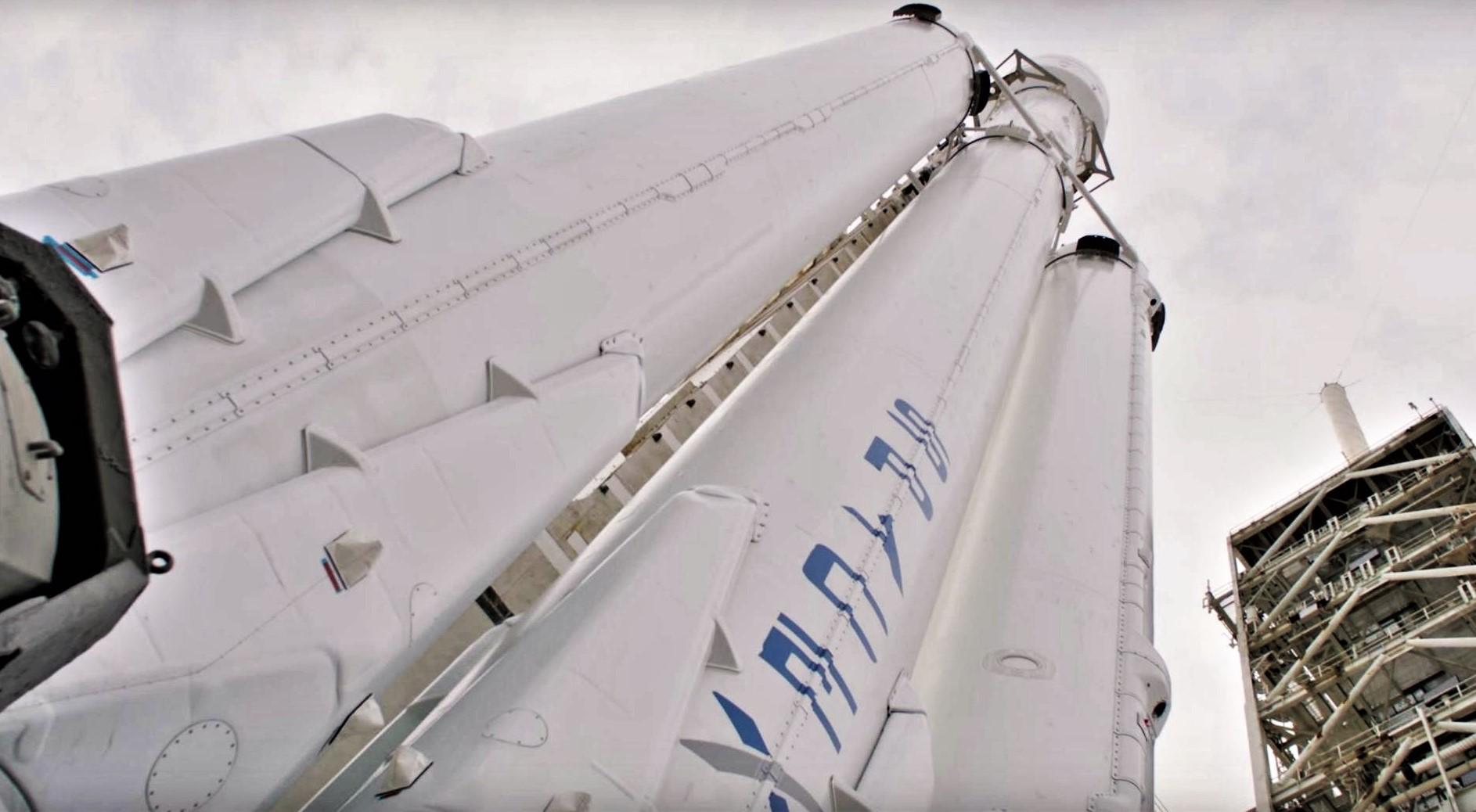 Следующие запуски SpaceX Falcon Heavy отложены из-за проблем с военными спутниками