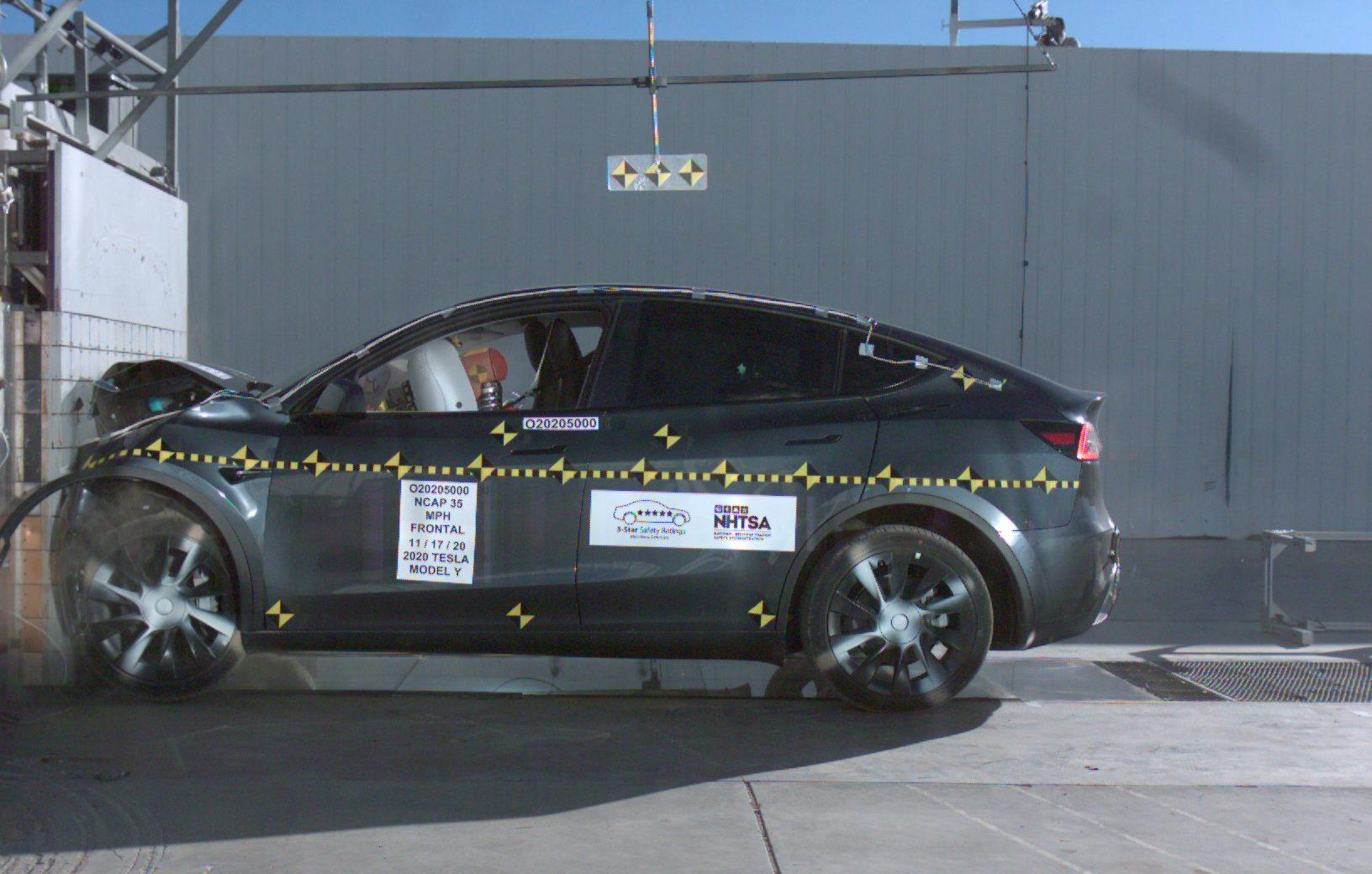 Tesla Model 3 и Model Y теряют отметку «Стандарт» NHTSA за несколько функций безопасности.