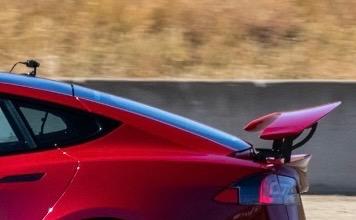 Tesla Model S Plaid поражает Laguna Seca гигантским задним крылом в преддверии первых поставок