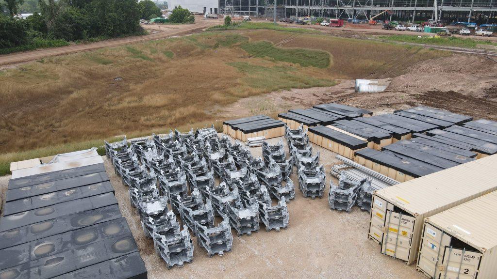 Tesla проводит испытания переднего сегмента мегапрограмм Model Y в Gigafactory в Техасе