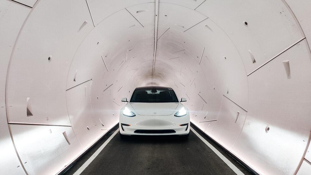 Внедрение Tesla Robotaxi получило поддержку от мэра Флориды, выступающего за туннели Boring Company