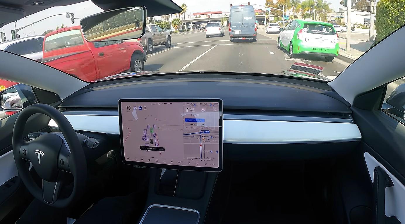 Автопилот Tesla Pure Vision для увеличения максимальной скорости до 80 миль в час