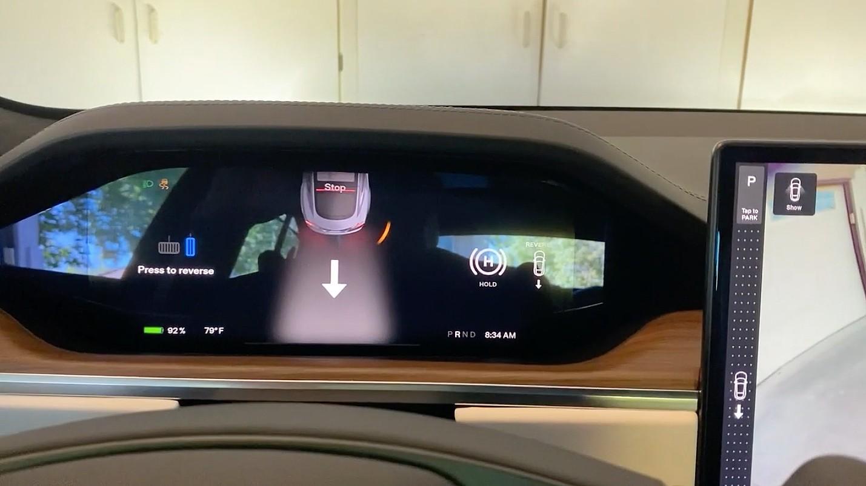 """Первый взгляд на """"Auto Shift Out of Park"""" Tesla Model S Plaid в действии"""