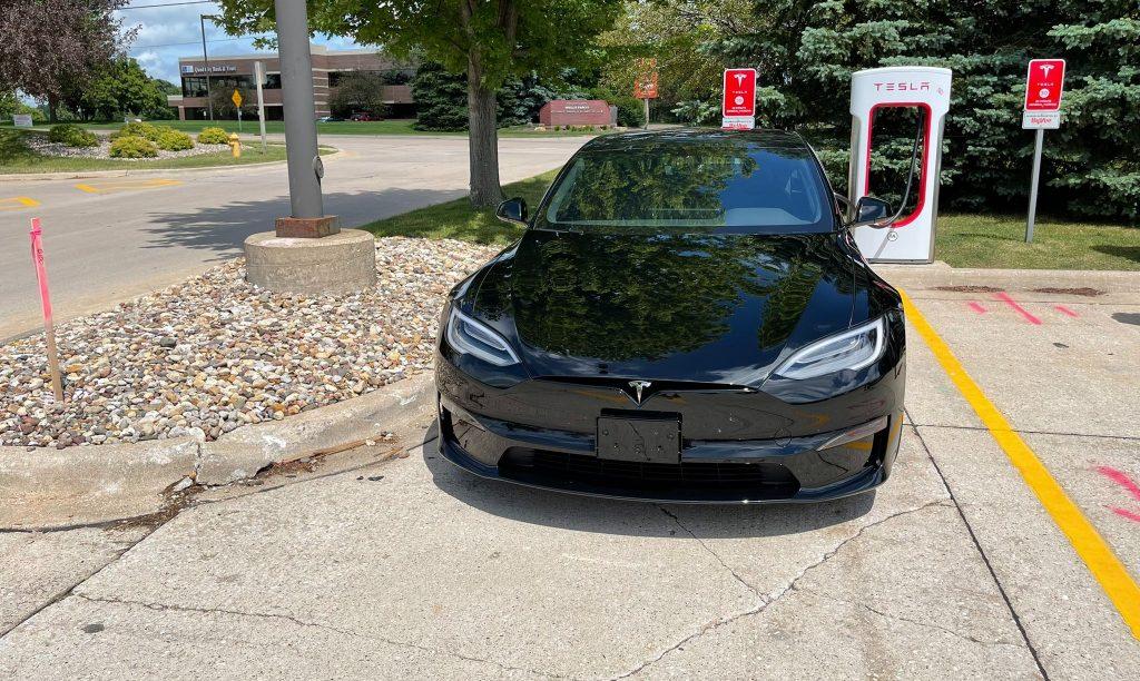 Самый экономичный автомобиль Tesla, новая модель S Long Range, начинает поставки