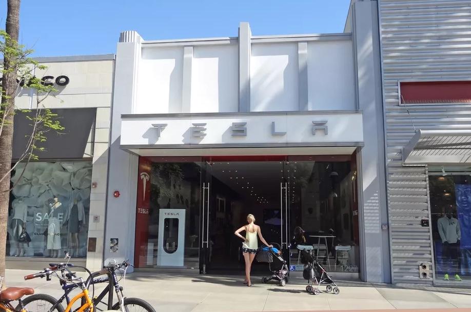 Tesla отозвала ремни безопасности для Model 3 и Model Y